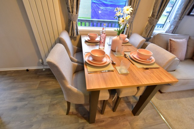 2019 Willerby Waverley dining area