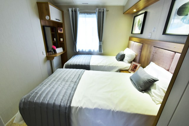 2019 Willerby Waverley lodge twin bedroom