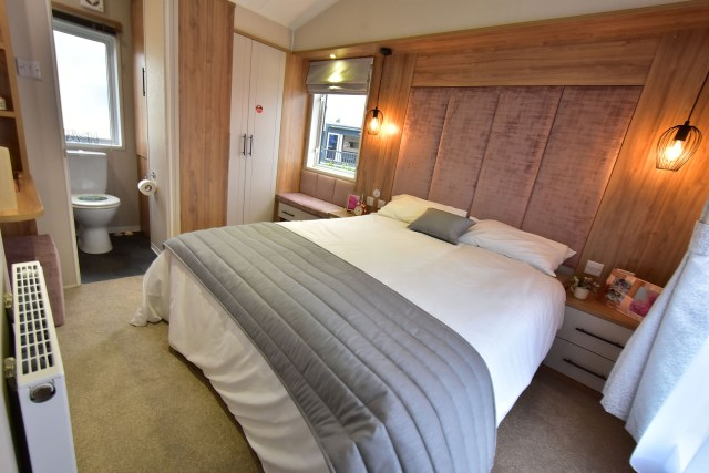 2019 Willerby Waverley lodge master bedroom