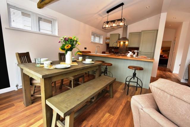 2019 Pathfinder Retreat lodge dining table
