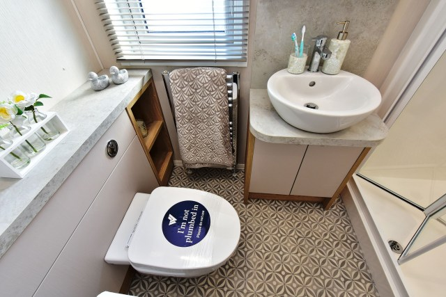 2020 Willerby Vogue Classique static caravan bathroom
