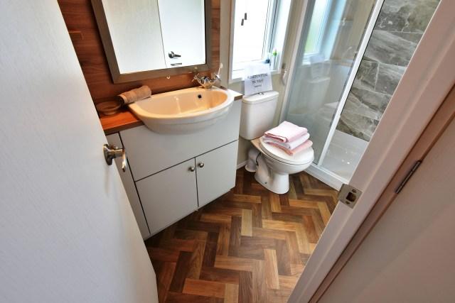 2020 Pemberton Abingdon Lodge bathroom