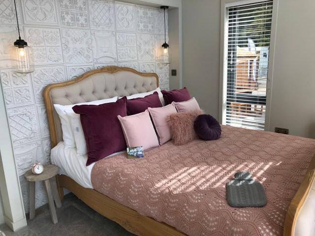 2020 Pathfinder Hawthorne lodge bedroom