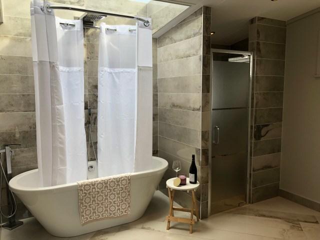 2020 Pathfinder Hawthorne bathroom