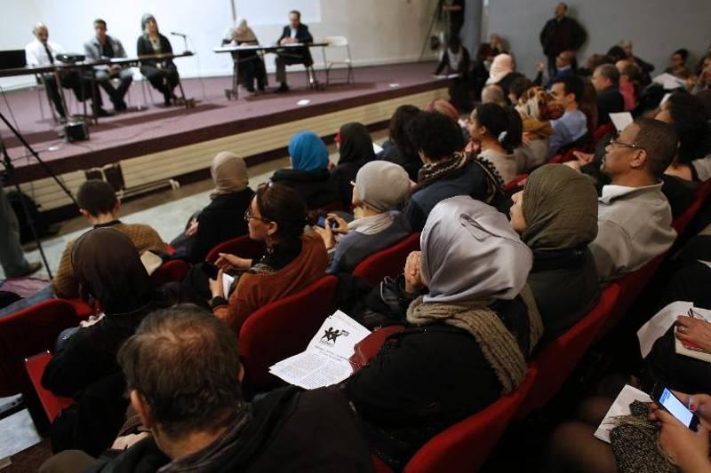 https://i1.wp.com/www.lejdc.fr/photoSRC/W1ZTJ1FdUTgIBhVOGwYSHgYNQDUVGFdfVV9FWkM-/un-meeting-contre-l-islamophobie-fait-salle-comble-a-saint-d_1979110.jpeg