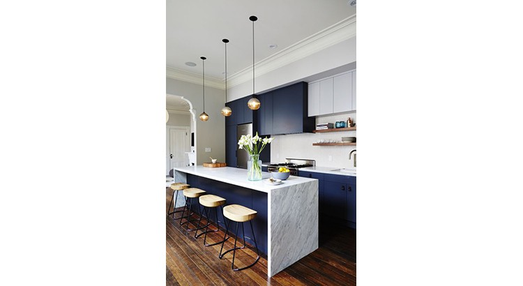 bleu marine dans sa cuisine