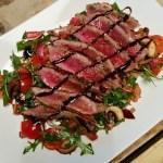 Salade van biefstuk met crema balsamico dressing