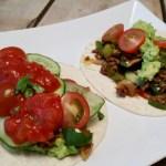 Wraps met gehakt, avocado, tomatensalsa en cherrytomaten