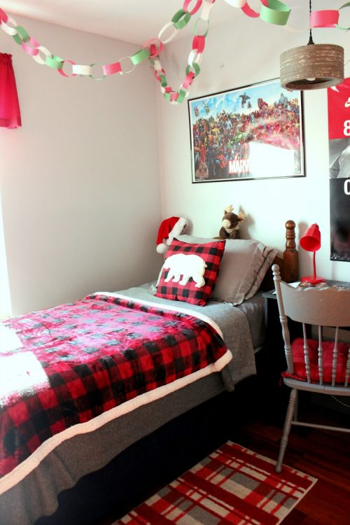 organize and purge kids room before Christmas