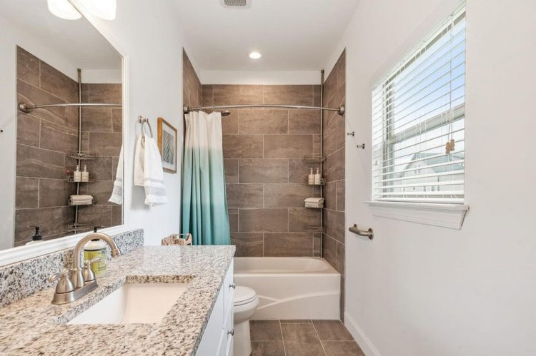 keep bathroom clean when selling house