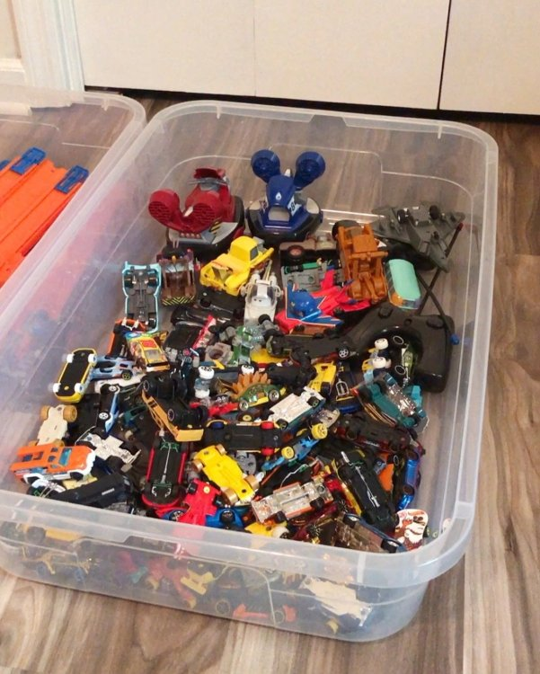 store hot wheels cars in underbed container