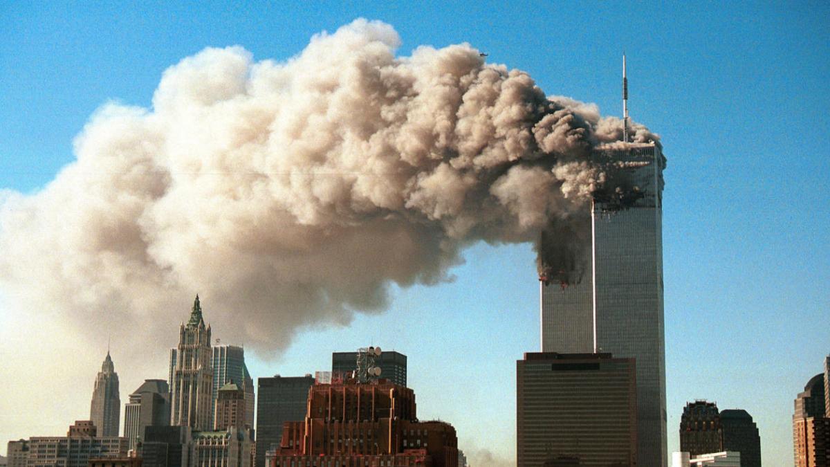 Pour mettre fin aux théories du complot des attentats du 9/11, il veut crasher un avion sur un immeuble