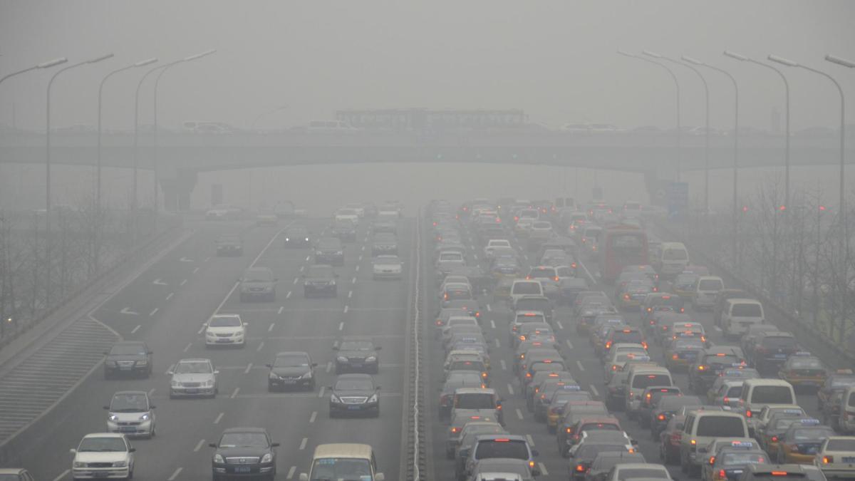 Un internaute filme la formation d'un nuage de pollution à Pékin