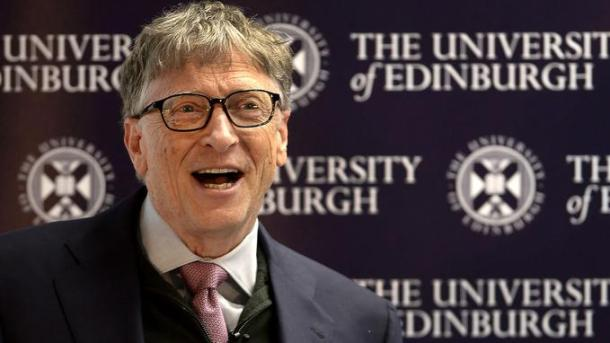 US entrepeneur and co-founder of the Microsoft Corporation, Bill Gates gestures during an event to launch the Global Academy of Agriculture and Food Security at the University of Edinburgh, Scotland on January 26, 2018. / AFP PHOTO / POOL / Neil Hanna