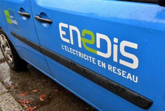 La pose du 300 000e compteur Linky en Bretagne à Acigné en Ille et Vilaine Enedis. *** Local Caption *** Limoges: une vingtaine de véhicules Enedis incendiés Nouvelle-Aquitaine. Des voitures de la filiale d'EDF ont été délibérément endommagées dans la nuit de lundi à mardi. Dans la nuit de lundi à mardi, un incendie a détruit ou endommagé une vingtaine de véhicules selon l'entreprise d'Enedis.
