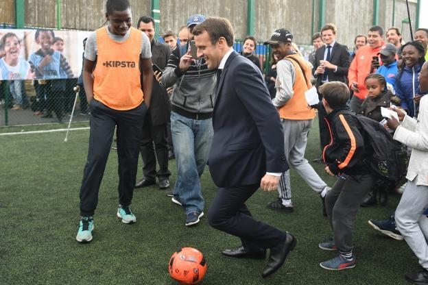 Macron reporte le plan pauvreté à cause du Mondial de football !
