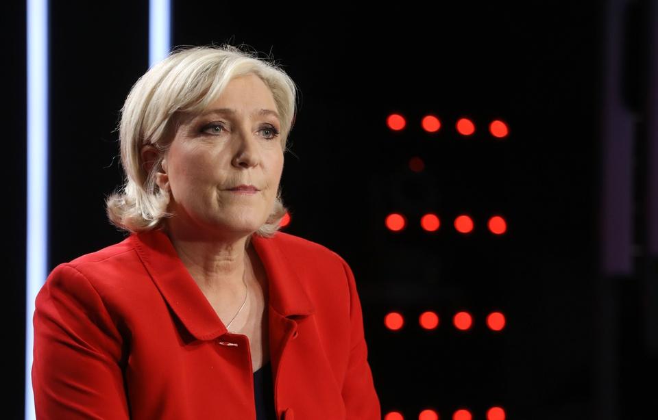 Financement du FN : deux proches de Marine Le Pen renvoyés en correctionnelle
