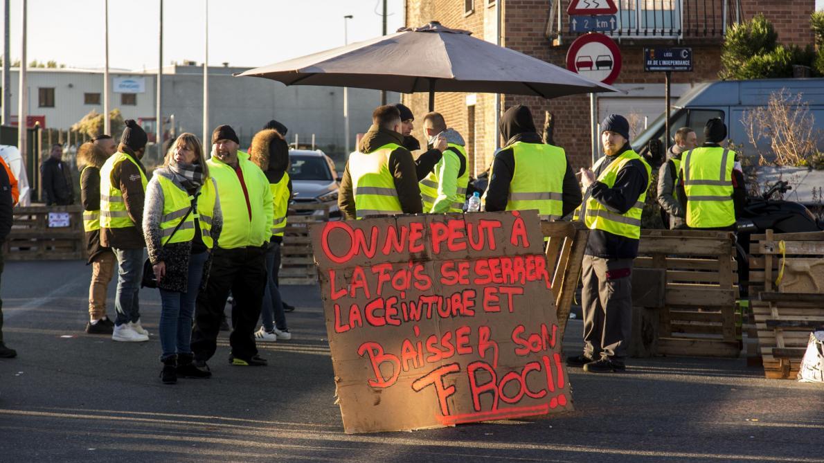 En Belgique aussi, des « gilets jaunes » se mobilisent et bloquent des dépôts de carburants