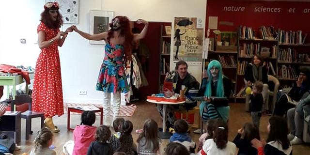 Une lecture de contes par des drag-queens dans une bibliothèque parisienne provoque des réactions haineuses