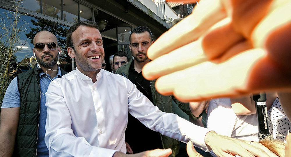 CNews recycle d'anciennes images de Macron et… Benalla au Touquet !