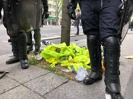 1er-Mai : des policiers ont volé les #GiletsJaunes des manifestants ?