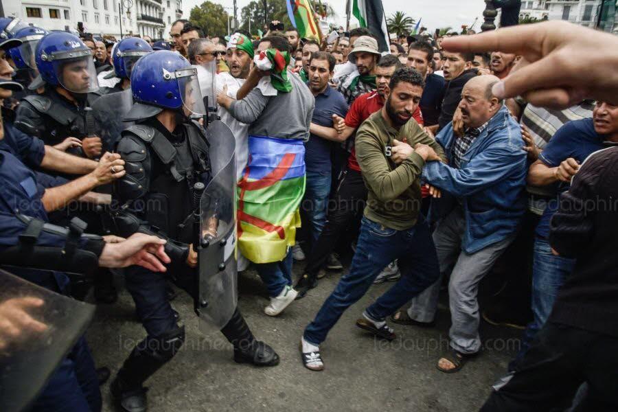 Très importantes manifestations en Algérie, des dizaines de personnes interpellées
