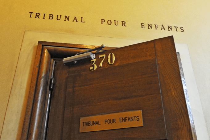 Un avocat dénonce la violence des tribunaux pour enfants français
