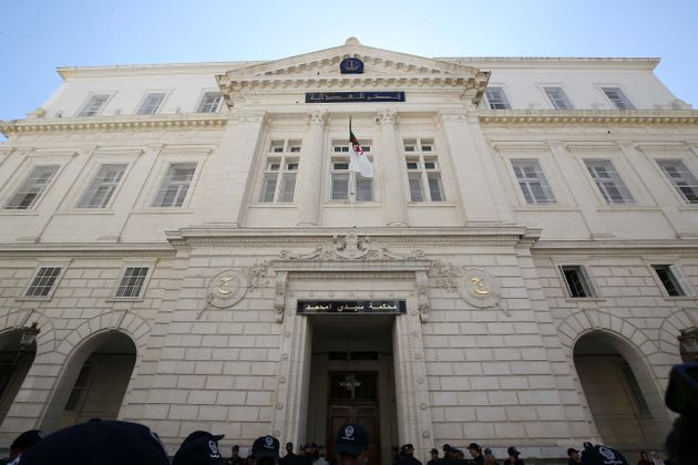 Algérie : pagaille et colère au tribunal de Sidi M'hamed pour le procès d'Ouyahia et Sellal
