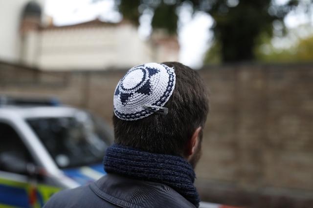 Un rabbin aurait réduit en « esclavage » 50 femmes et leurs enfants !