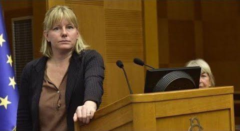 La députée italienne Sara Cunial accuse Bill Gates de crime contre l'humanité et demande son arrestation