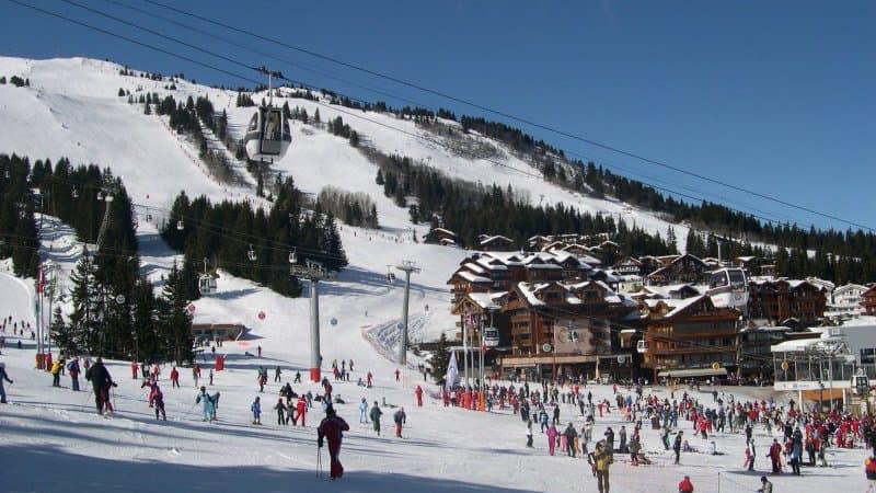 Stations de ski : Élisabeth Borne appelle à embaucher des saisonniers, quitte à demander du chômage partiel