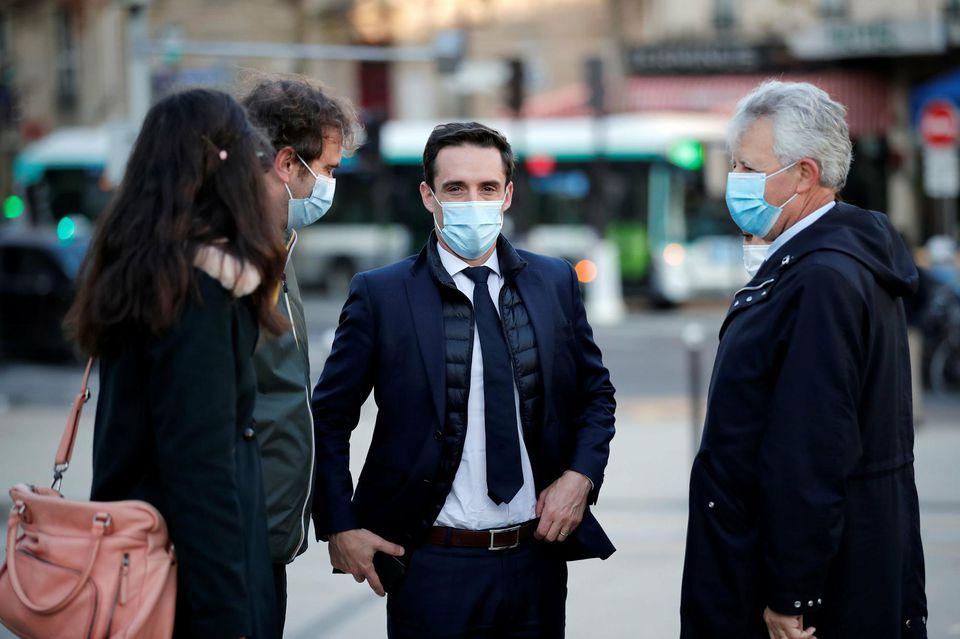 Macron menace de virer les ministres qui l'ouvrent sur le vaccin