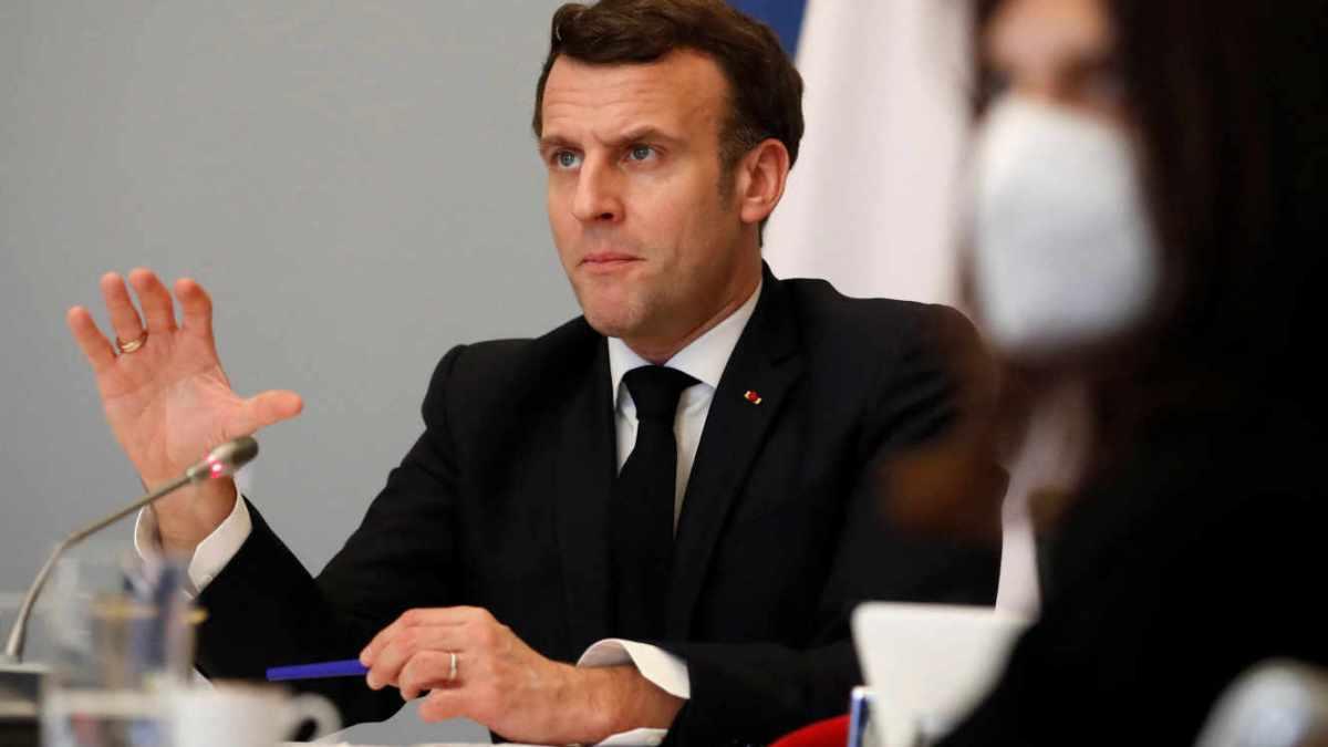 Humour : Macron juge « intolérable » la lenteur de la campagne de vaccination en Afrique