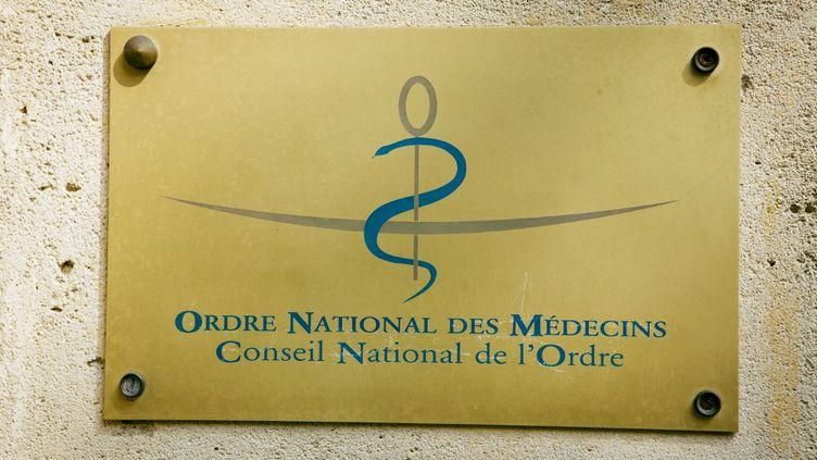 Des syndicats et associations demandent la dissolution de l'Ordre des médecins, jugé « inutile » et « nocif »