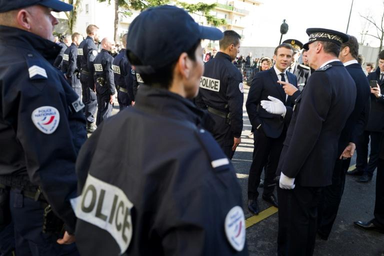 Macron tient toujours à son objectif de 10.000 policiers supplémentaires d'ici 2022