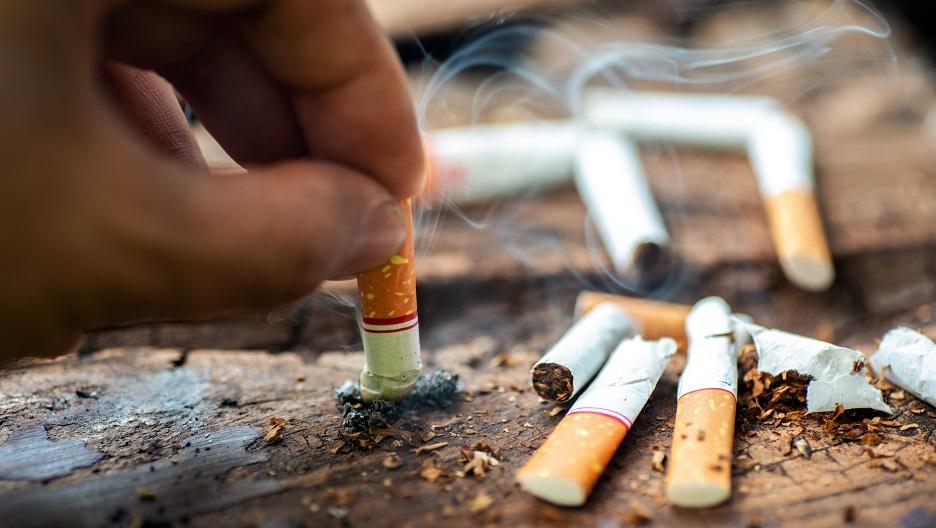 Covid-19 : une étude sur les fumeurs dépubliée, ses auteurs ont un lien avec l'industrie du tabac !