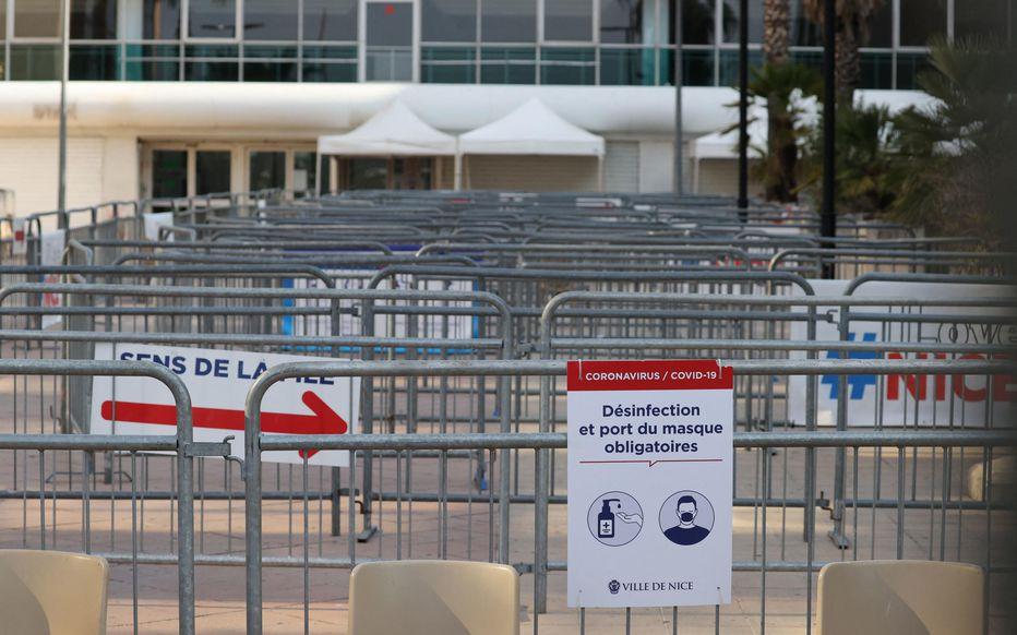 Fiasco total de la vaccination AstraZeneca à Nice : 58 personnes pour 4000 doses !