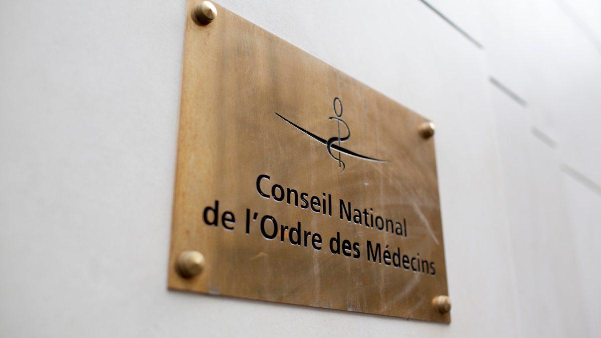 Pass sanitaire : l'Ordre des médecins appelle le gouvernement à garantir l'accès aux soins pour tous