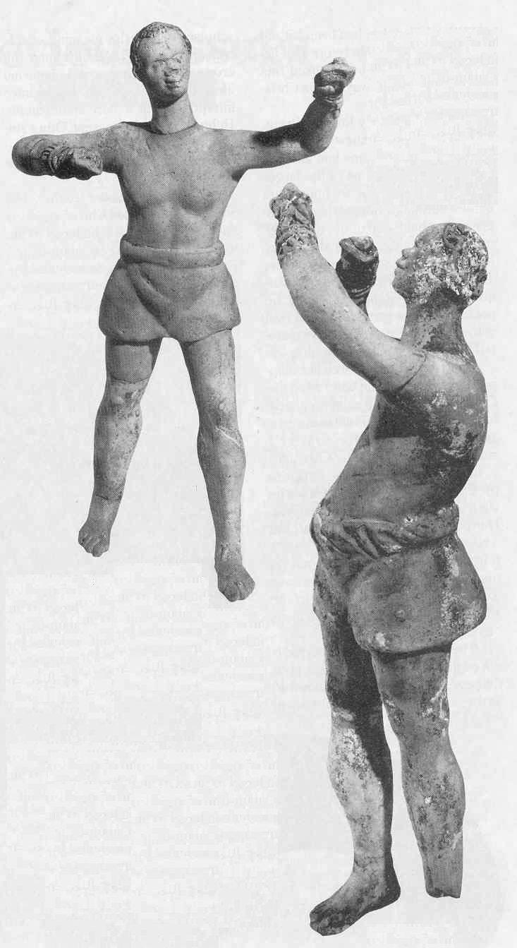 Afrikai ökölvívók terrakottaszobrocskái Olaszországból (Kr. e. 2. vagy 1. század). Kesztyűjük a római caestus, ólomgolyókkal felszerelve, mellyel durvább ütés mérhető. Az idősebb, kopaszodó ökölvívó épp egy ütéstől tántorodott meg
