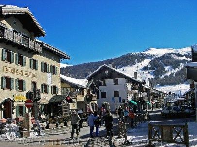 Nere i byn efter skidåkning