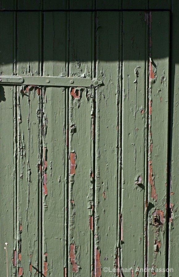 Old paint had flaked off from the door, Jordberga Sockerbruk