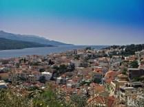 Samos stad från bergen