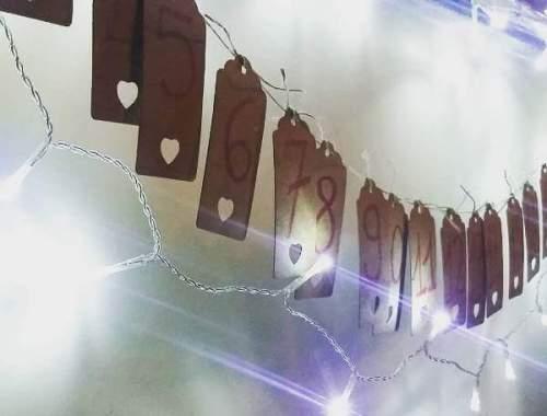 calendario dell'avvento con bigliettini