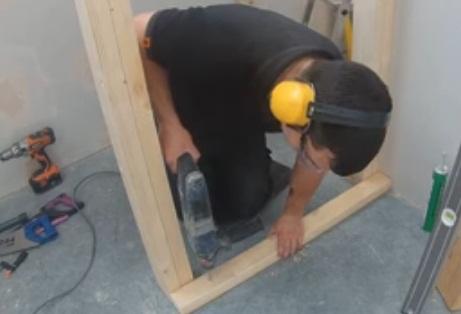 langkah 5 membuat tangga kayu
