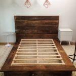 tempat tidur kayu bekas