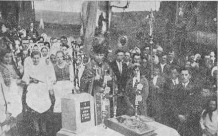 Традиційне правлення пaраcтaciв на Лемківщині в часі Великодніх Свят — на гробах.