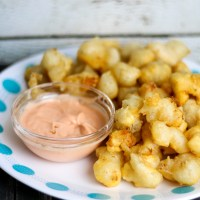 Beer Battered Cheese Curds with Spicy Dipping Sauce