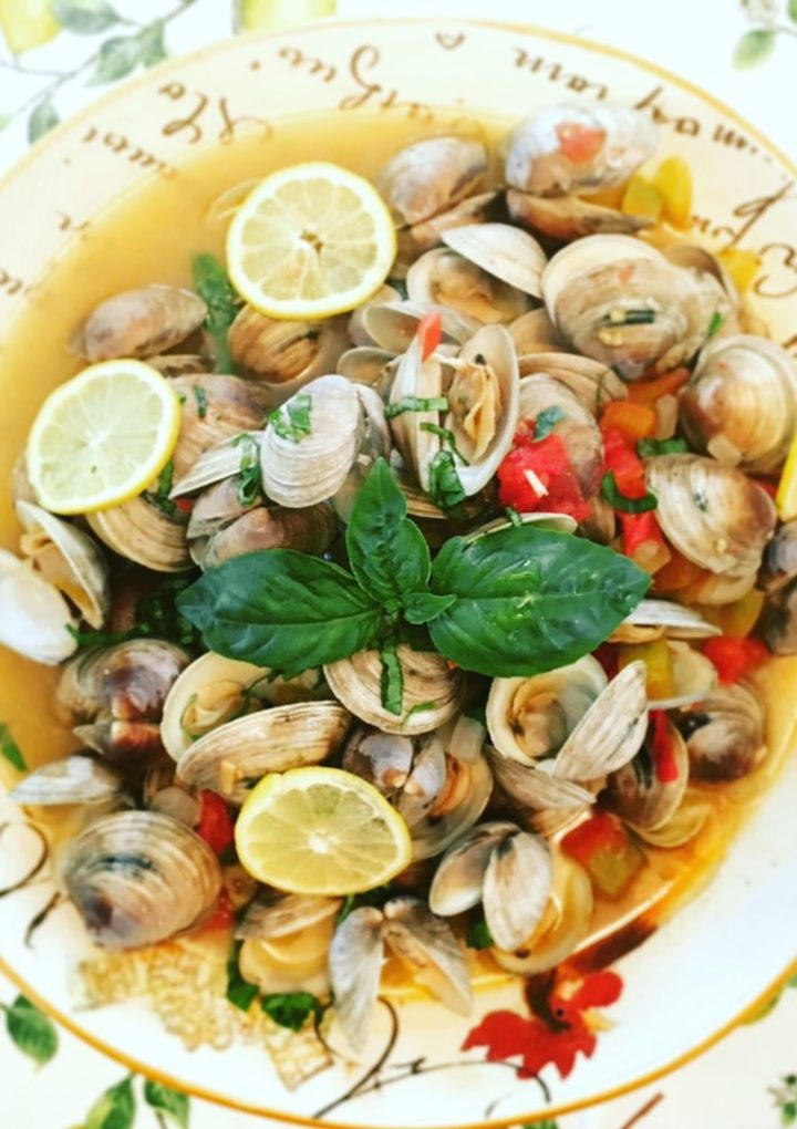 Littleneck Clams in White Wine and Tomatoes