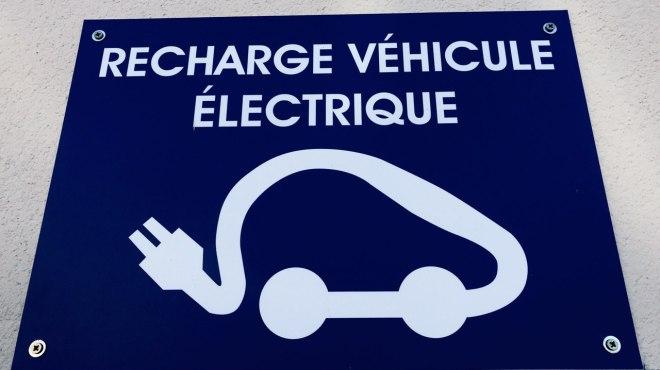 """Véhicule électrique : """"il faut se projeter vers une voiture mass-market qui peut voyager l'esprit tranquille"""""""