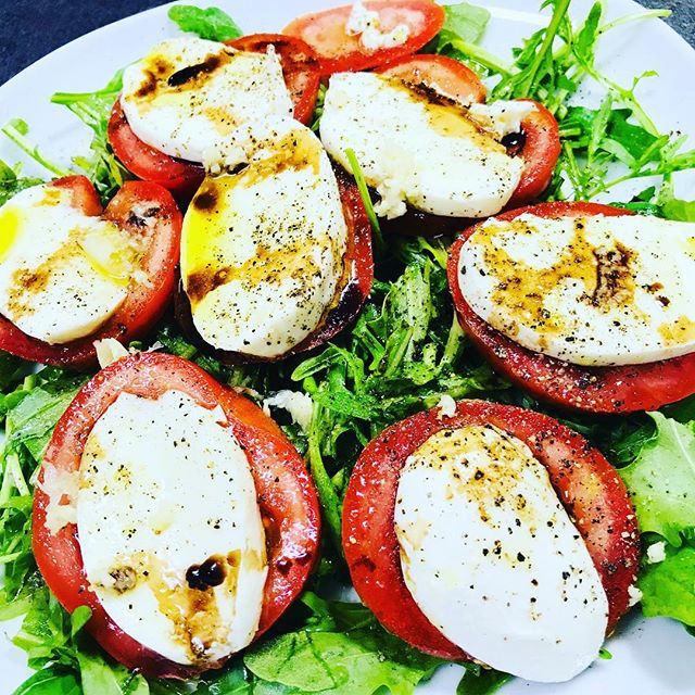 Tomate Mozarella mit Rucola